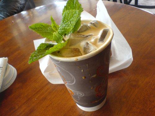 Так выглядит холодный кофе с мятой