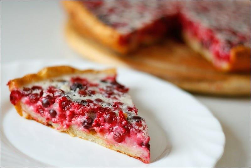 Пирог с брусникой на сметане