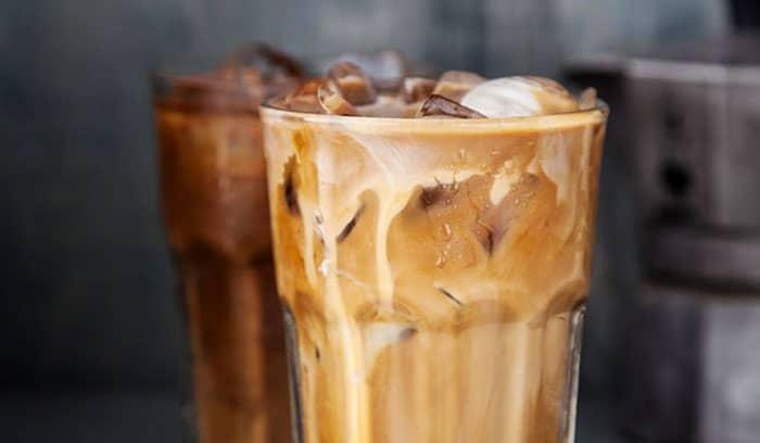 Кофе кола - энергетик в стакане фото