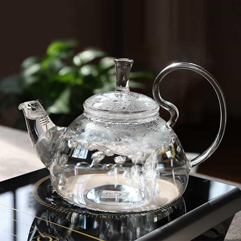 чайник с кипятком фото