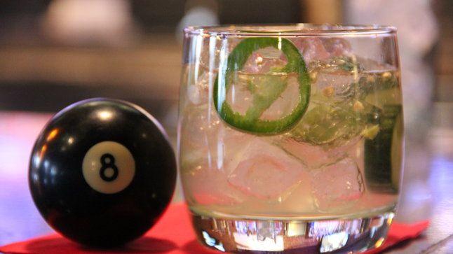 коктейли в бильярдном баре