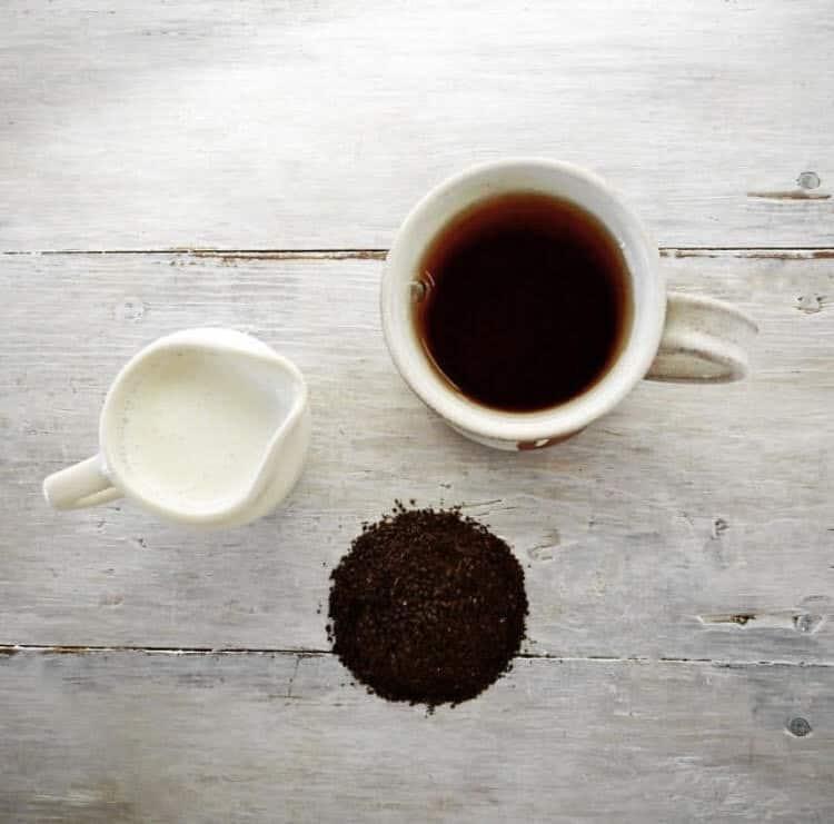 черный чай и молоко
