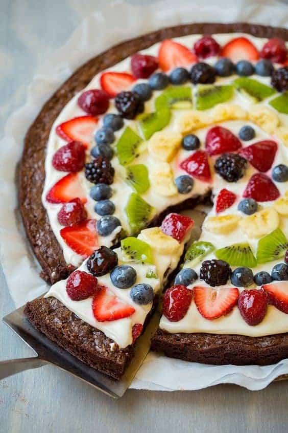 украсить выпечку фруктами