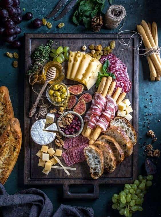 сырная и мясная нарезка