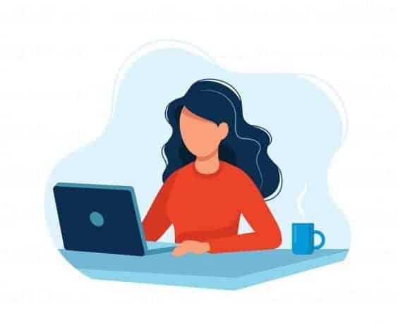 девушка с чашкой кофе и ноутбуком