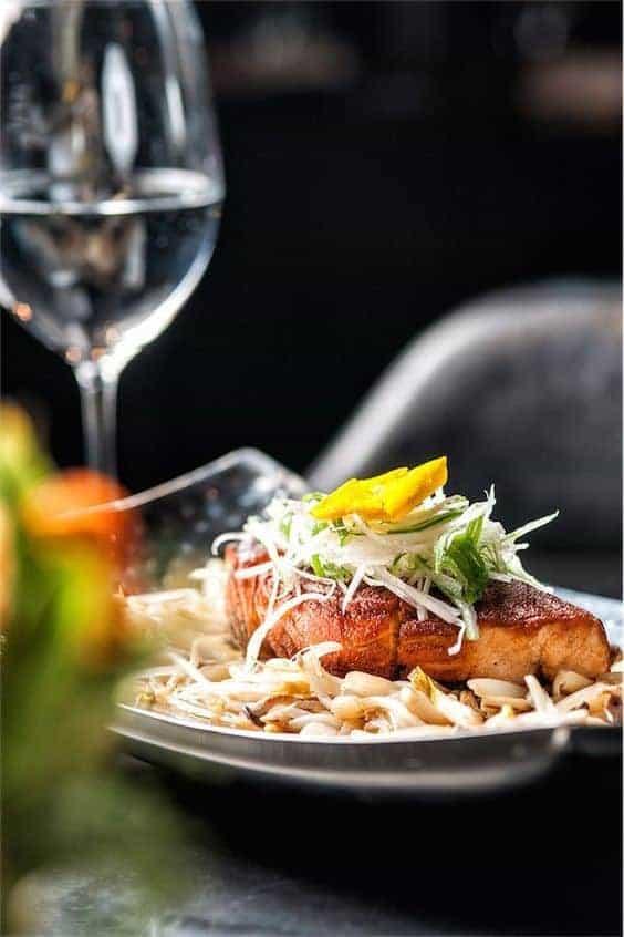 запеченная рыба и белое вино