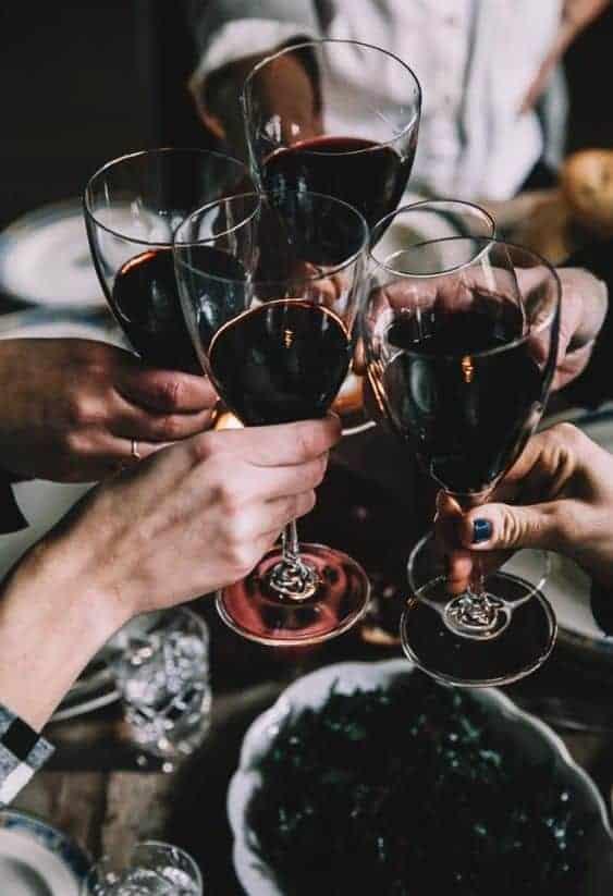 тост красным вином