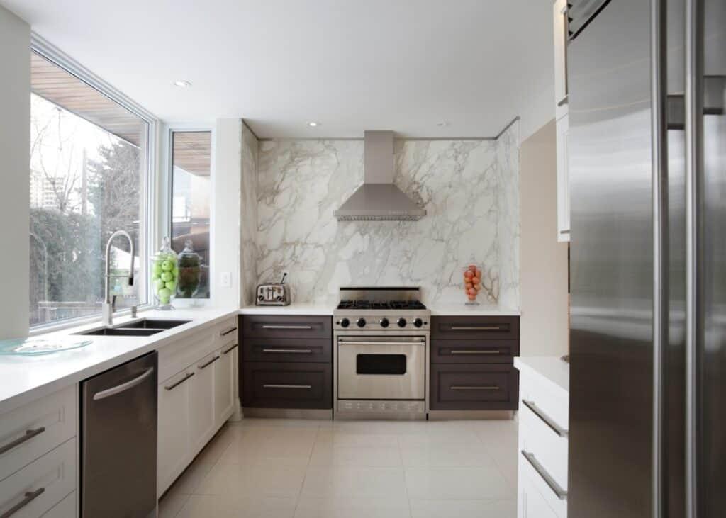 кухня без верхних шкафов минимализм фото