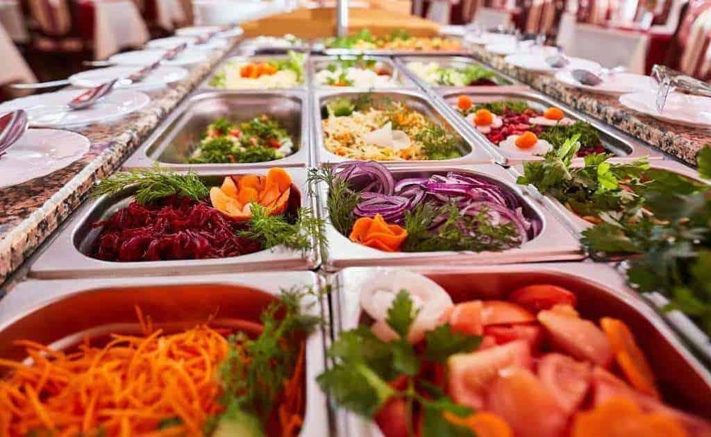 вкусная еда в столовой фото