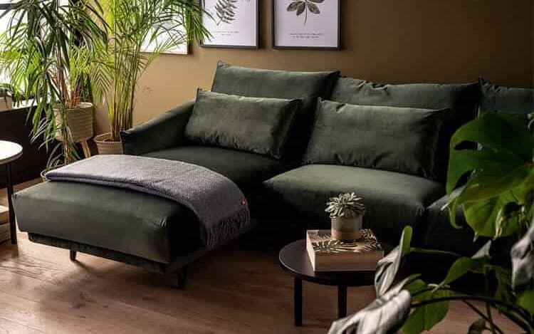 диван в гостиной фото